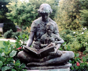 Statue of mother and child reading